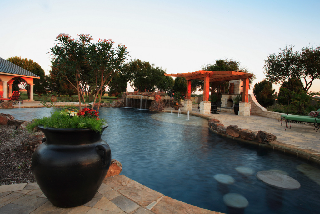 Pool Builders Midland Tx Advantages Of Setting Up A Courtyard