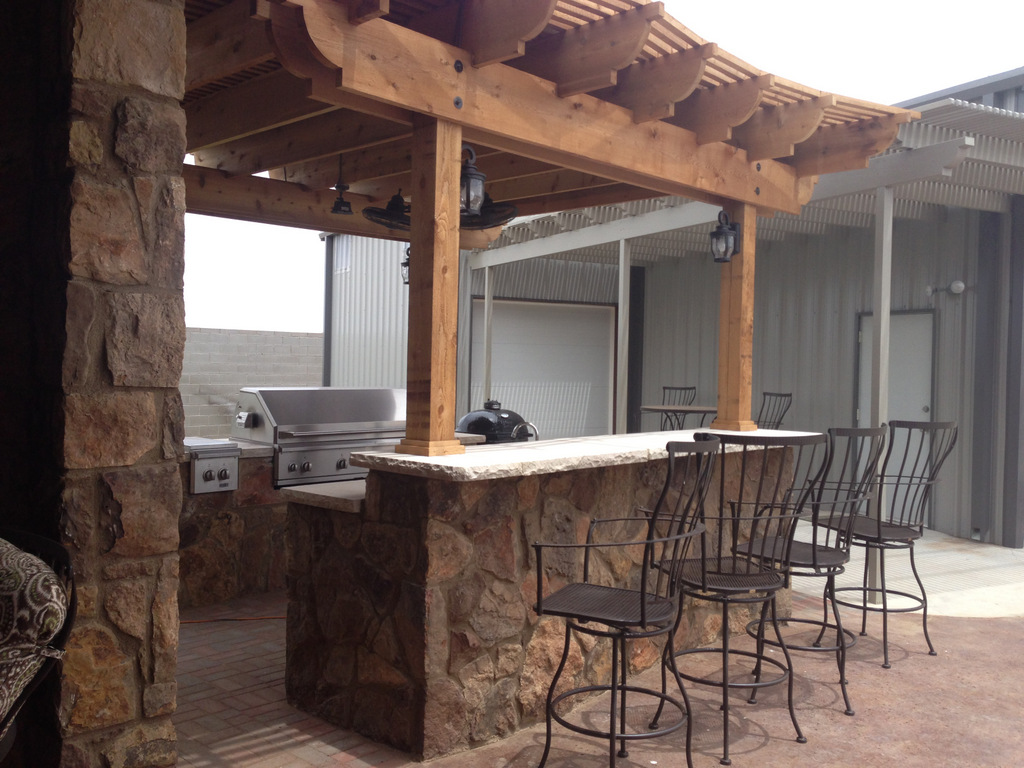 Outdoor living extreme exteriors for Barras de bar rusticas para jardin
